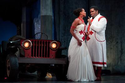 Adina Aaron as Aida and Eric Owens as Amonasro The Glimmerglass Festival 2012 production of Aida. Photo: Karli Cadel/The Glimmerglass Festival.